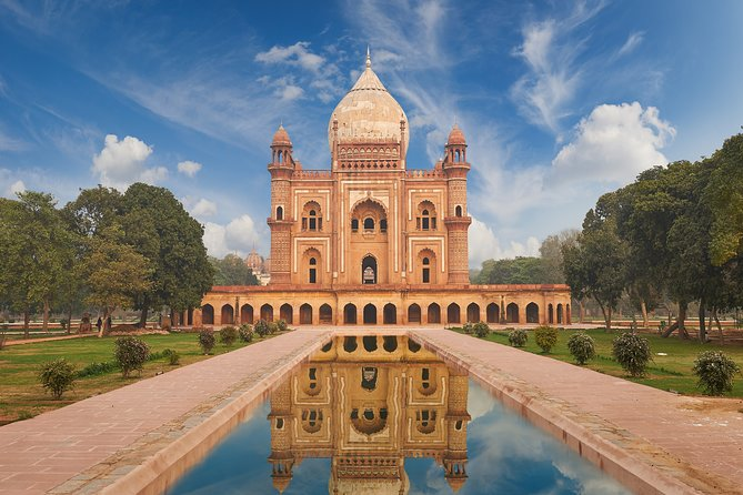 Monuments of Delhi (Guided Full Day Sightseeing City Tour)