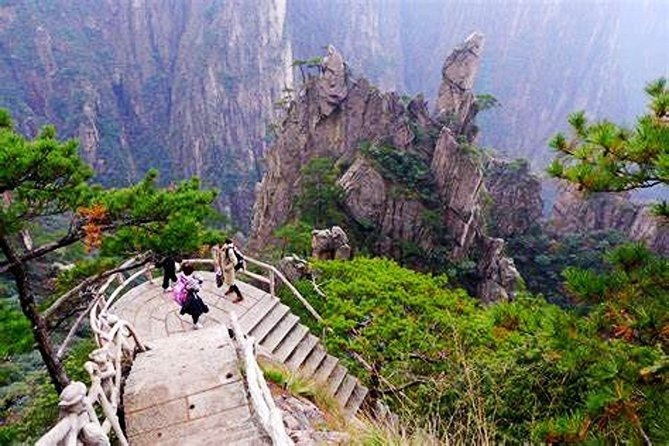 Private Hiking Tour of Huangshan Mountain with Xihai Grand Canyon