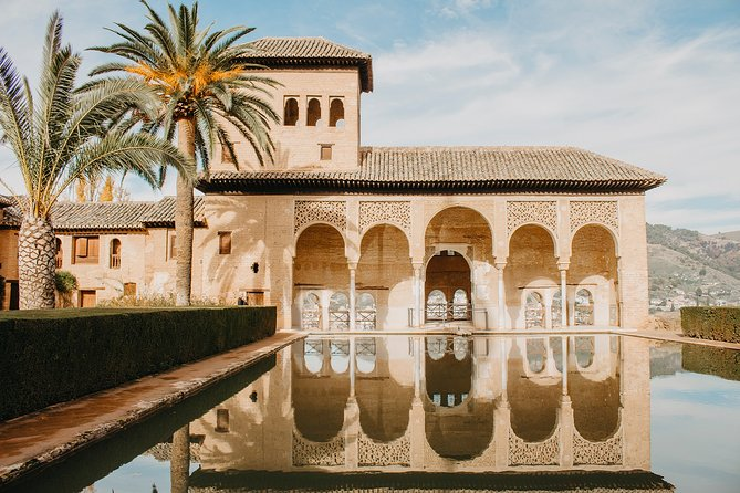 Alhambra and Generalife Skip-the-Line Ticket with Official Guide