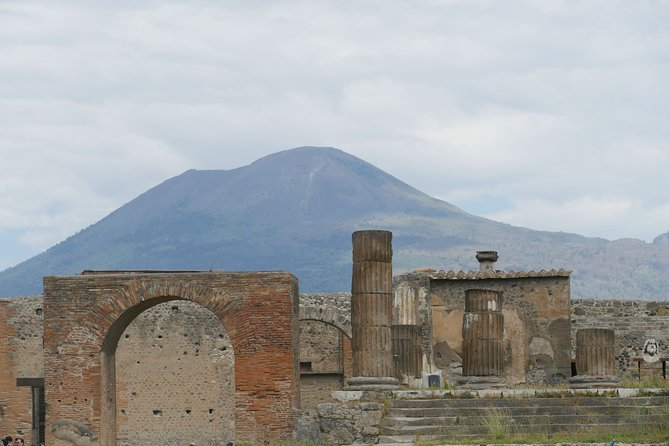 Discovering Pompeii and Vesuvius - VIP tour/Small group