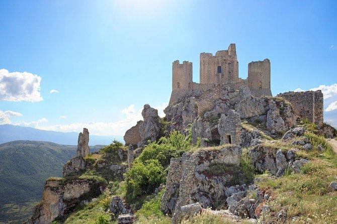 Rocca Calascio and Santo Stefano di Sessanio: trekking and cinema