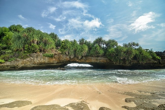 Full Day Tour Pacitan-East java departure from Yogyakarta:Beaches,cave,and River