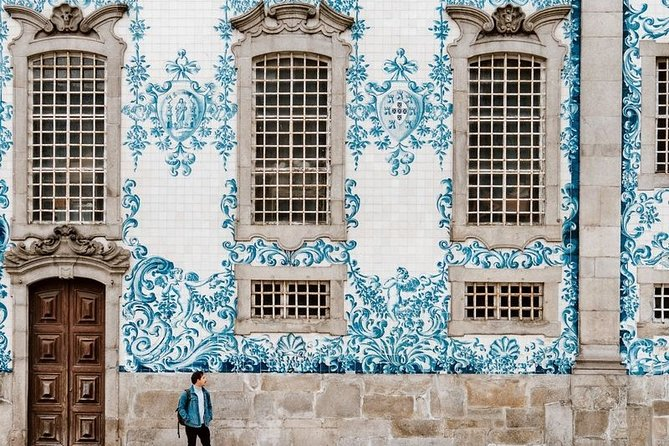 Withlocals LIVE The 7 wonders of Lisbon Online Experience
