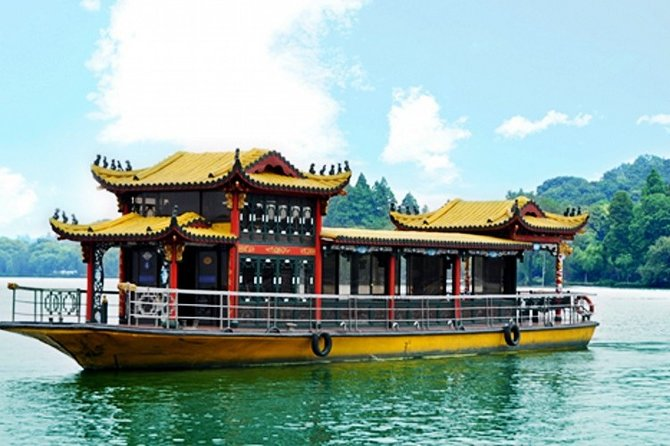 West Lake Private Tour with Boat Ride and Enduring Memories Night Show VIP Seat