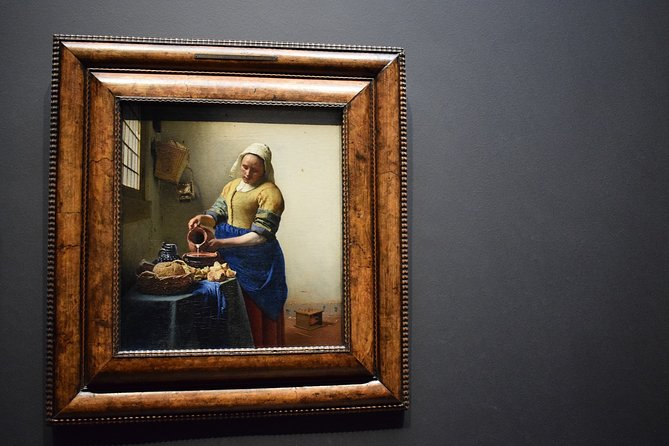 VIP Art Experience in Amsterdam - visit 2 iconic museums with an art master