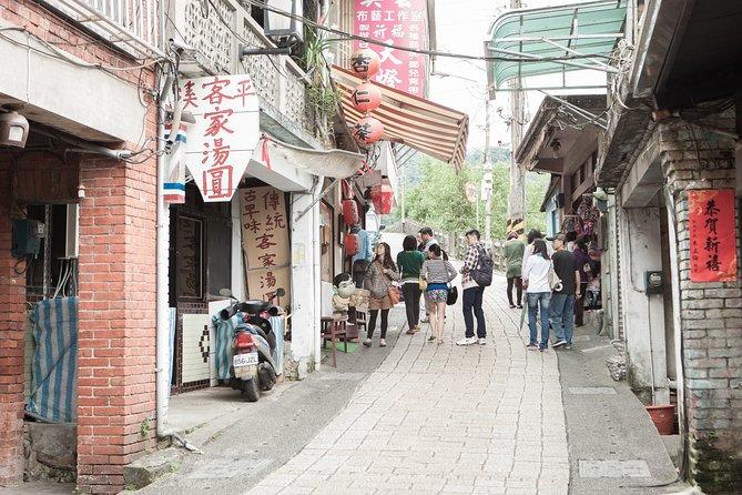 5-Hour Shifen Old Street Walk and Pingxi Sky Lantern Tour from Taipei