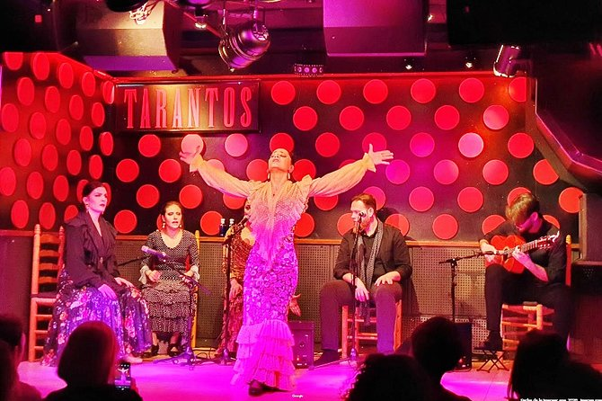 Private night tour in Barcelona: Old Town, Tapas and Flamenco Show