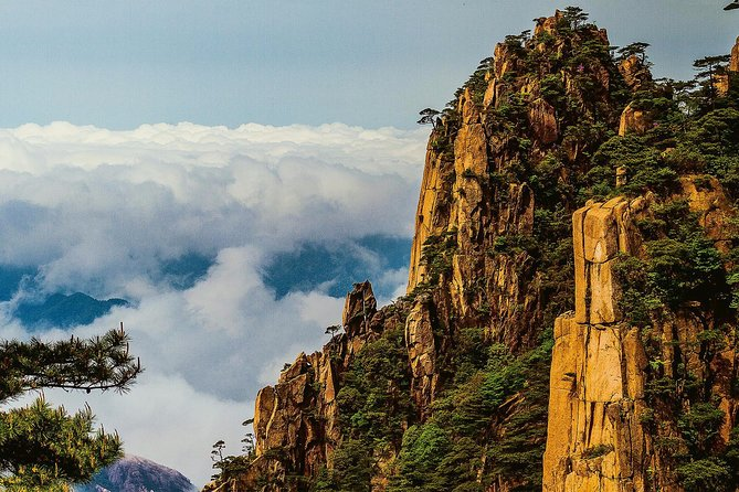 2-Day Private Trip to Huangshan Mountain and Tangmo Ancient Town from Xi'an