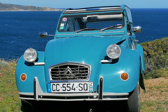Excursions on commented circuits in Cases de Pene in 2 Citroën CV