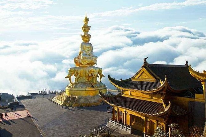 Private 2-Day Leshan Giant Buddha and Mt. Emei Tour from Shanghai