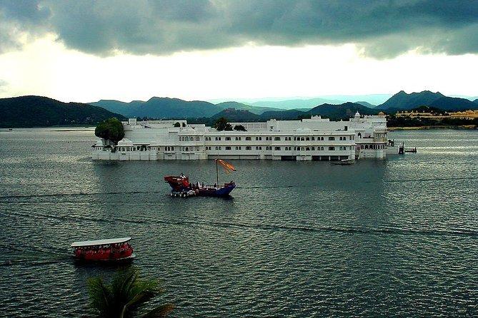 6 Days Golden Triangle Tour with Udaipur(Delhi Agra Jaipur Udaipur Tour)