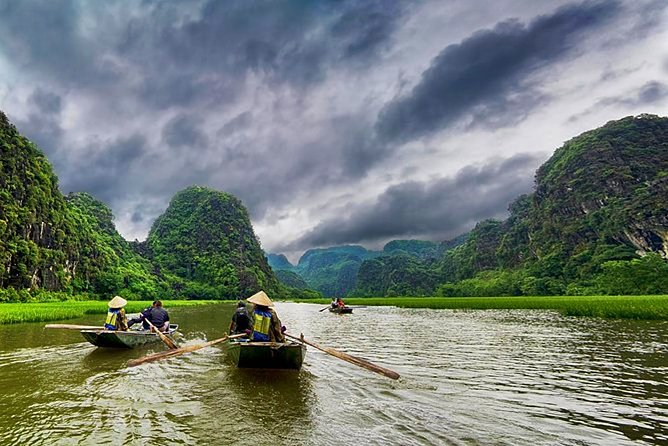 1-day Hoa Lu ancient capital and boat trip in Tam Coc from Hanoi