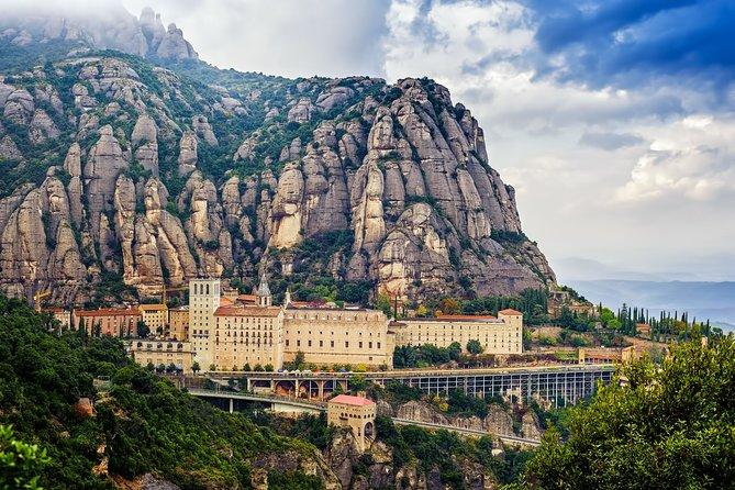 Combo in two days: Montserrat + Park Güell