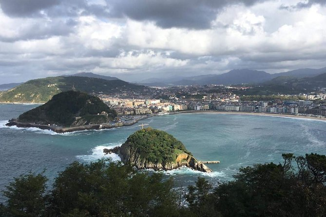 San Sebastian SIGHTSEEING and PINTXOS - Private Cultural & Gastronomic Adventure