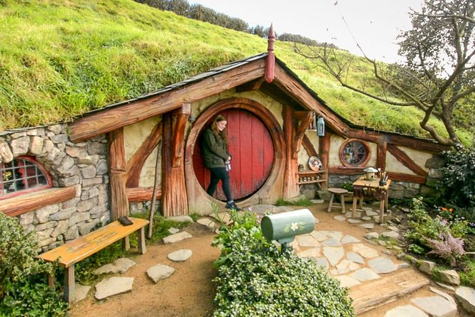 Small-Group Hobbiton Movie Set Tour from Auckland with Lunch