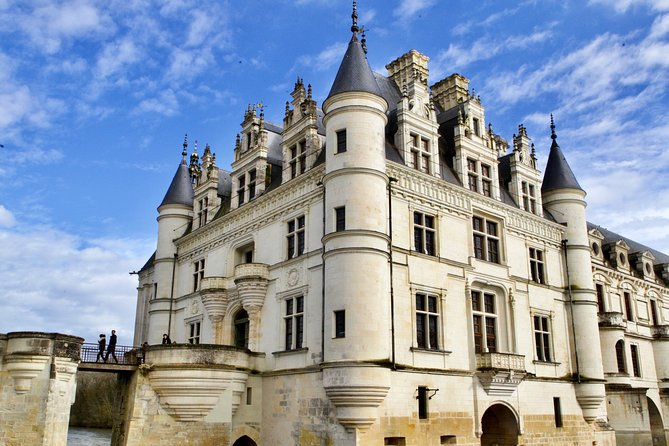 3 Loire Valley Castles Guided small-group by Minivan with Tickets & Wine Tasting