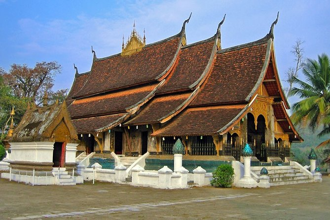 Private Luang Prabang Tour by Tuk Tuk and Dyeing Experience