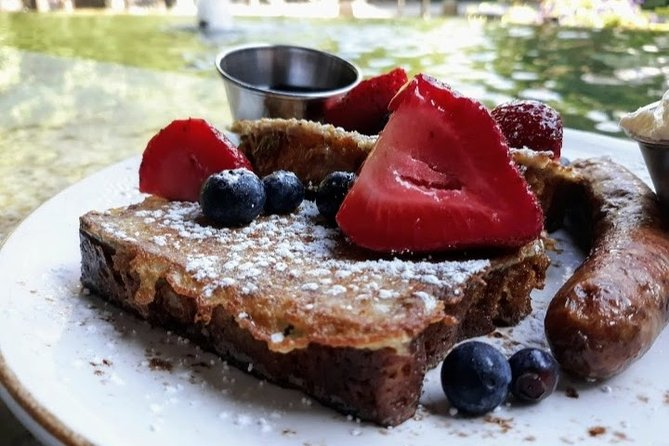 Small-Group Walking Tour in Greenville with Breakfast