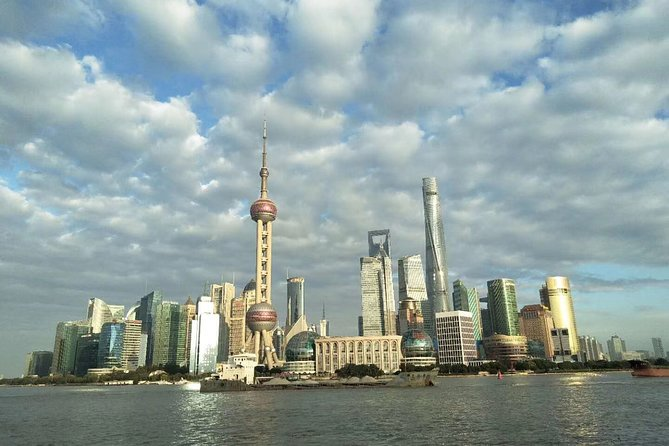 Private Layover Tour of Shanghai Tower and Historical Sites with Pickup