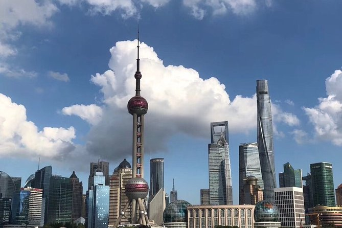 Private Layover Tour of Shanghai City Highlights and Local Market with Pickup
