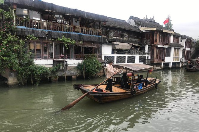 Private Layover Tour of Zhujiajiao Ancient Town and Shanghai Tower with Pickup
