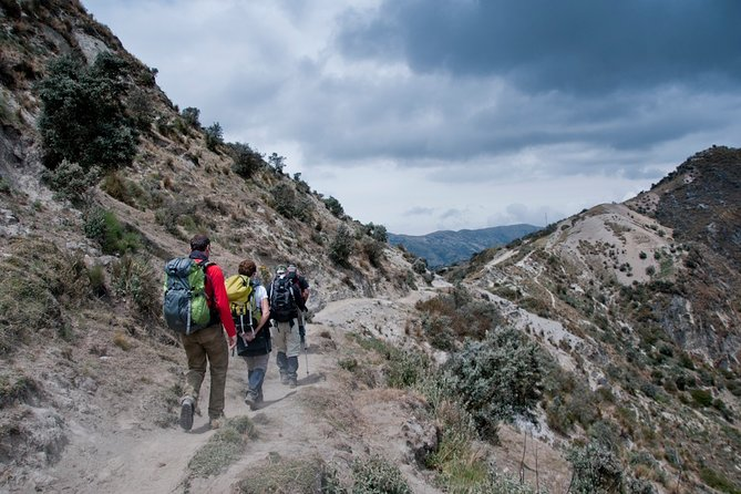 Quilotoa Loop and Toachi Canyon: Hike 3 Days / 2 Nights