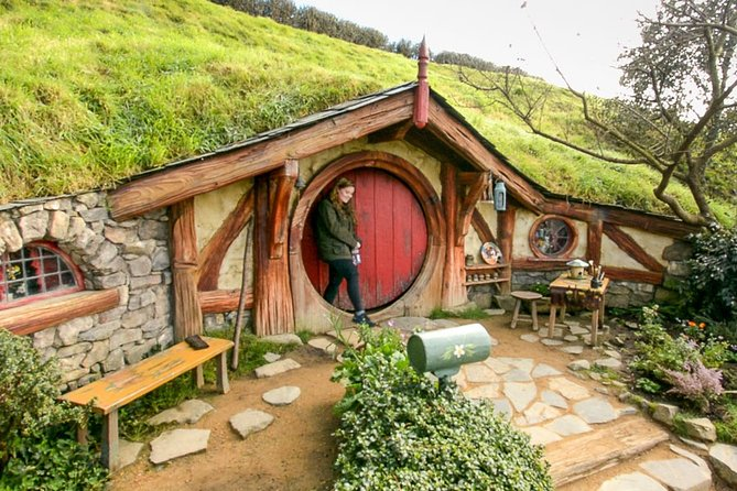 Small-Group Tour from Rotorua to Auckland via Hobbiton Movie Set