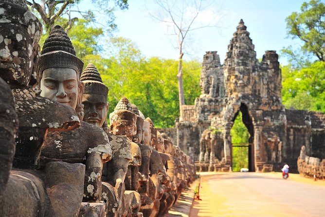 4-day Siem Reap deep into Angkor complex & Floating village