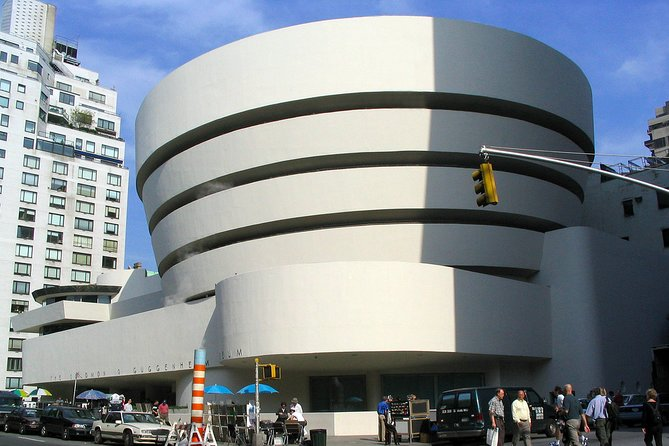 Private 2-hour Walking Tour of Guggenheim Museum New York with official guide
