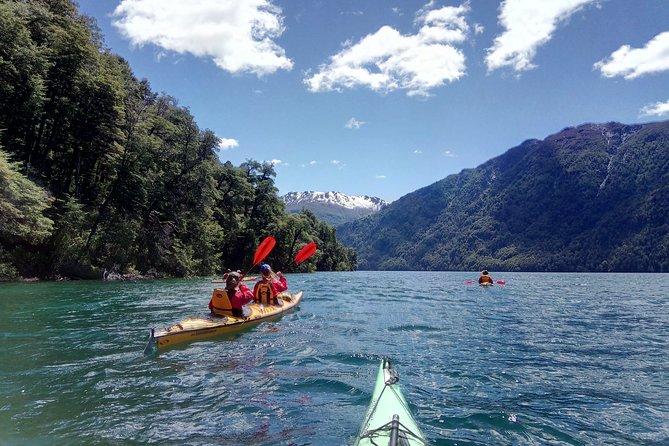 Excursão de caiaque e caminhada no Lago Mascardi saindo de Bariloche