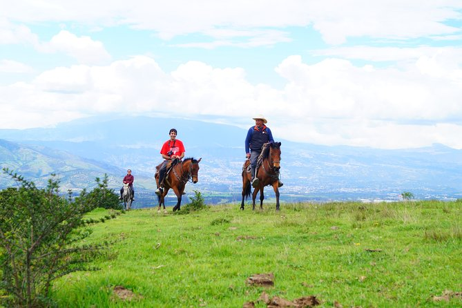 Roses & Horseback Riding (PRIVATE Day Trip from Quito)