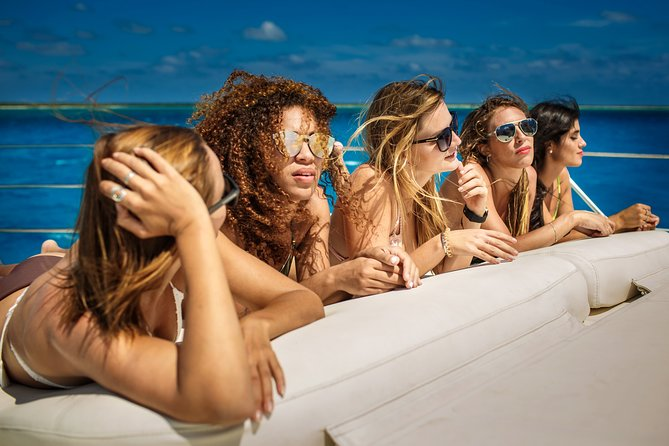 """2 Nights 1 Day Private 44"""" Catamaran for 8 people High Seas Overnight Experience"""
