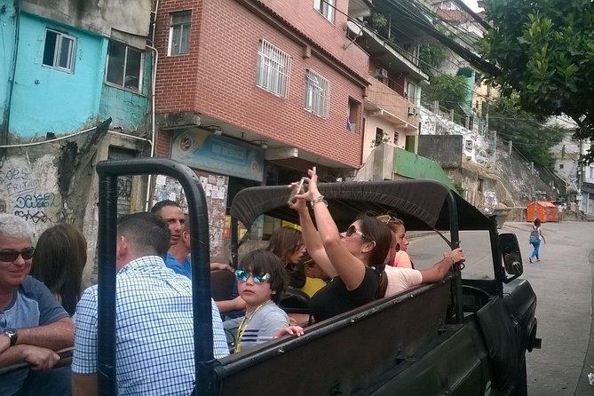 JeepTour through São Conrado and Rocinha slum