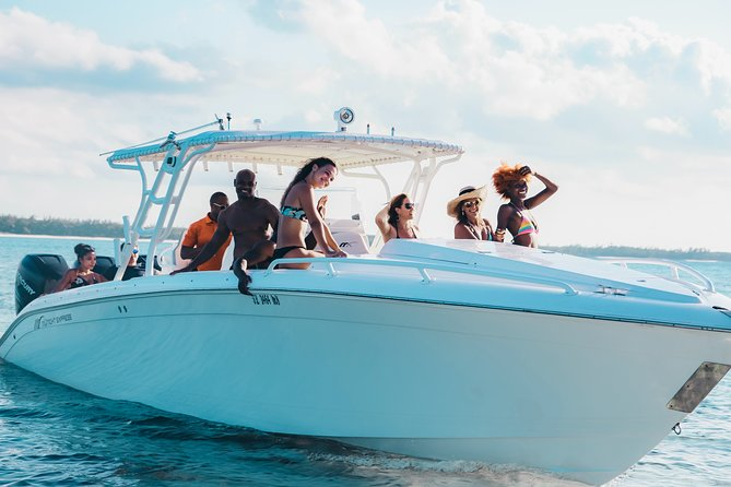 Full-Day Rose Island and Green Turtle Cay Boat Trip