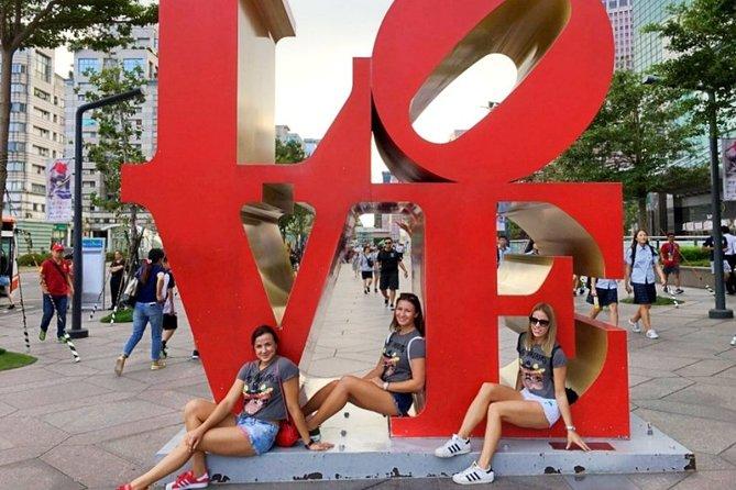Meet at Taipei 101 (Love Sign)