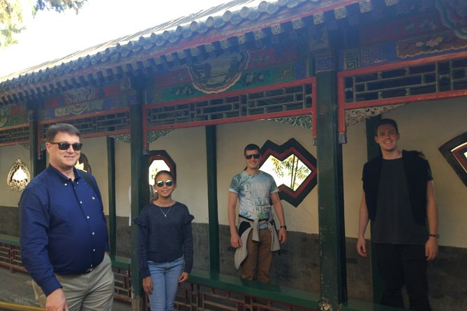 Small Group Tour to Mutianyu Great Wall and Summer Palace with Local Lunch