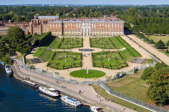 Hampton Court Palace in Executive Luxury Vehicle Private Tour including pass