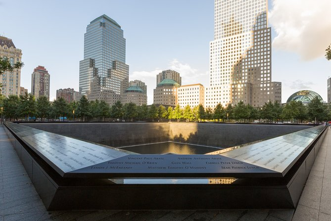 Private 4-hour Walking Tour of Historic Downtown and 9/11 Memorial Tour