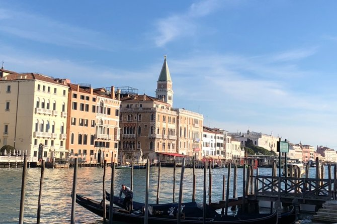 two-hour walk from Rialto to San Marco between history, traditions and art
