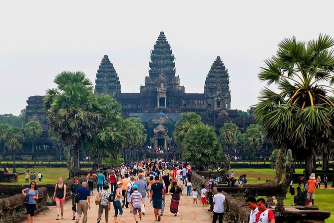 Angkor Temples Full-Day Tour with Sunrise
