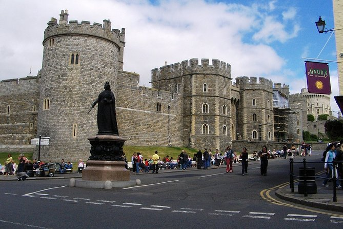 Royal Windsor Castle Private Tour in Executive Luxury Vehicle