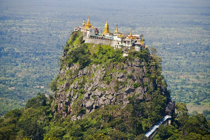 Mont Popa de Bagan et ses divinités