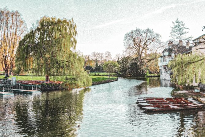 Riverside self-guided walk and picturesque views of Cambridge Colleges