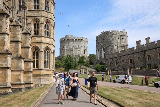 Royal Windsor Castle Private Tour in Executive Luxury Vehicle including passes