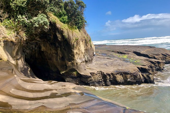 Muriwai Beach / Wine tour photo 3