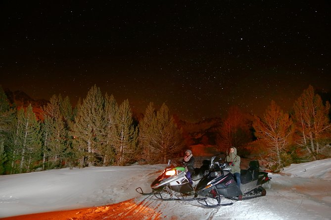 Night snowmobile experience among friends