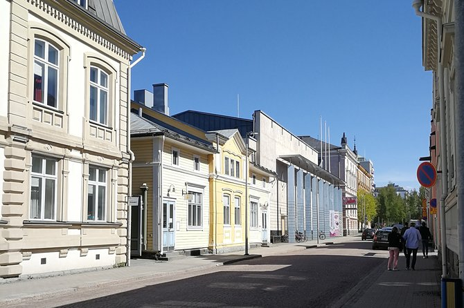 Guided Walking Tour in Oulu with Sausage Roasting