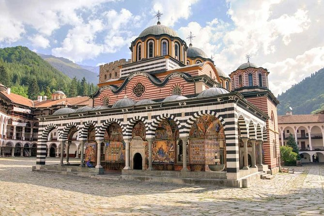 Arrival Private Transfer: Sofia Airport SOF to Sofia City in Luxury Van