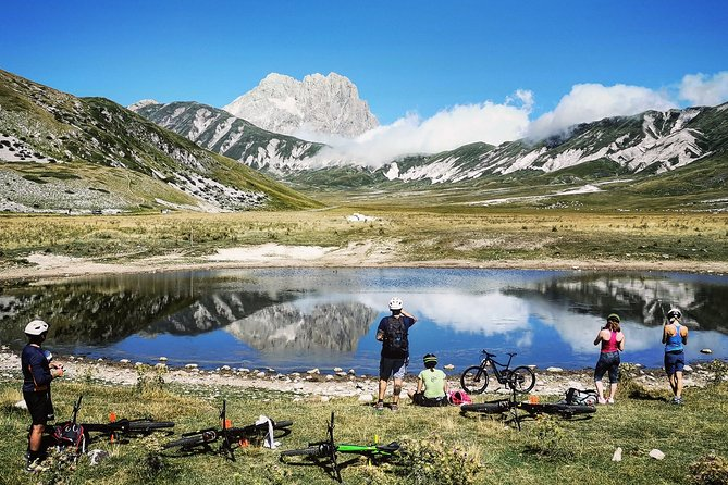 Guided E-MTB tour to the lakes of Campo Imperatore