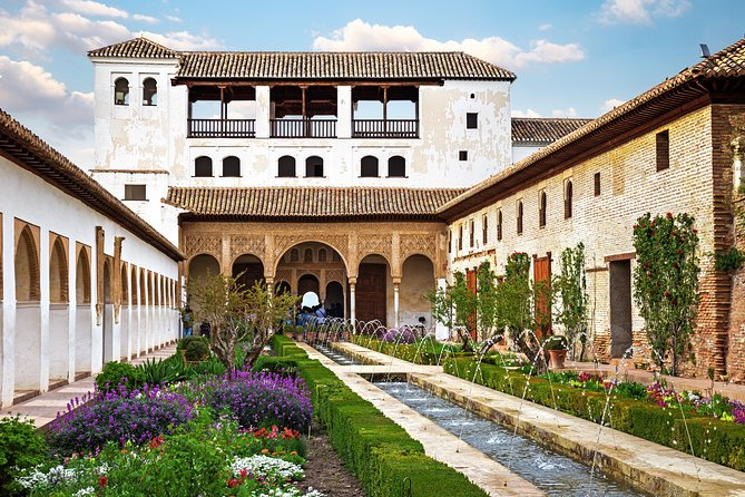 Rags to Riches: Old Town, Albaicin and The Alhambra Ultimate Private Tour